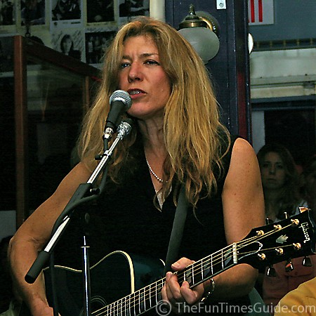 Ashley Cleveland rockin' the house at the Bluebird Cafe.