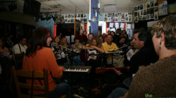 bluebird-cafe-in-the-round.jpg