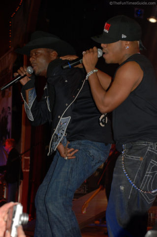 bobby-brown-and-sisqo-singing.jpg
