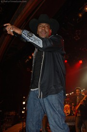 bobby-brown-wildhorse-saloon-gone-country.jpg