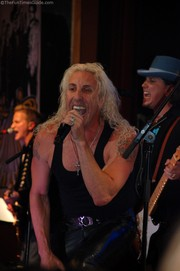 dee-snider-gone-country-singing.jpg