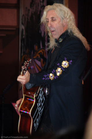 dee-snider-twisted-sister-guitar.jpg