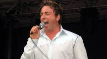 Join Me In Welcoming Johnny Reid To The Neighborhood!