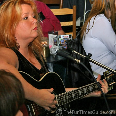Leslie Satcher at the Bluebird Cafe - in the round.