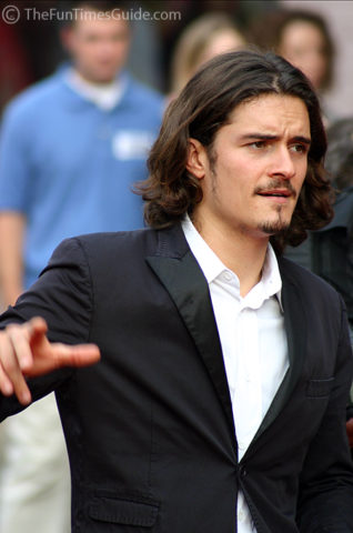Orlando Bloom waving to his fans in Franklin, Tennessee.