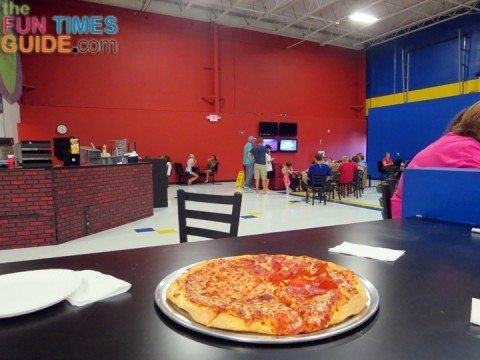 sky-high-sports-nashville-pizza