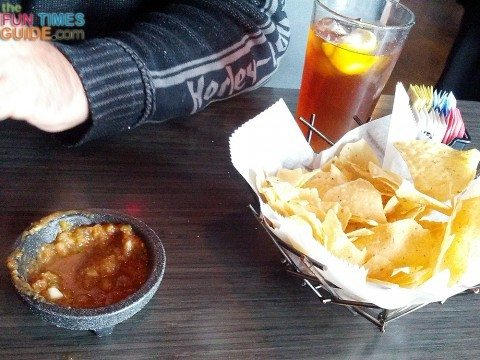 sopapillas-chips-and-salsa